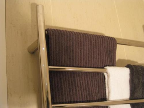 CBFTL1174R Round 8 Rung Bathroom Non Heated Towel Ladder 1150mm x 700mm